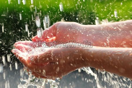 haende und wasser