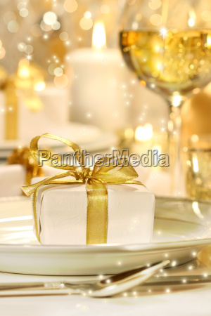 wenig gold ribboned geschenk