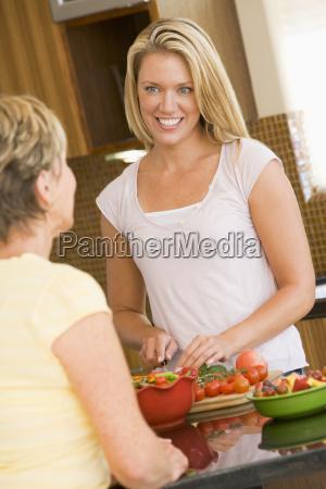 women preparing dinner