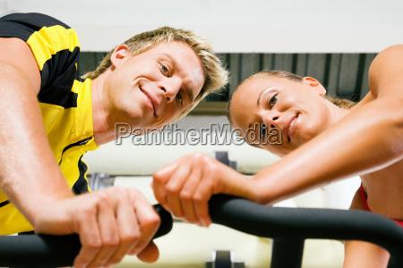 spinning im fitnessstudio