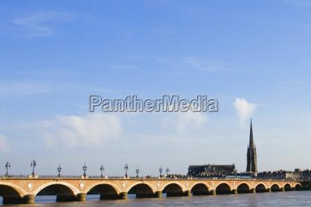 arch bridge across a river pont