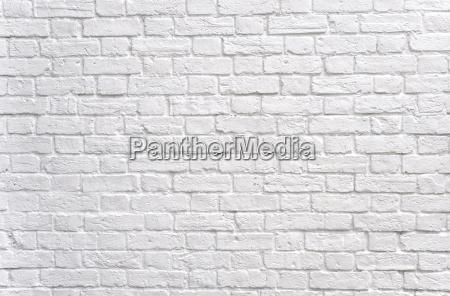 weisse backsteinmauer