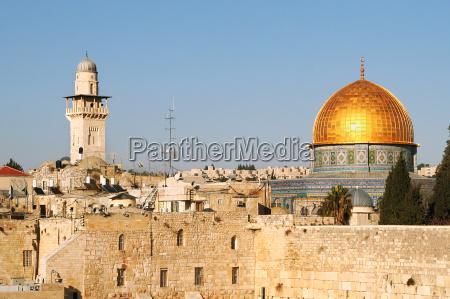 beruehmte dome auf dem felsen moschee