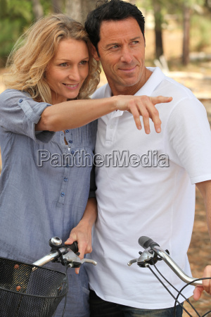 couple with bikes