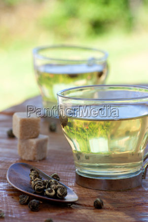 green tea infuser with sugar cubes