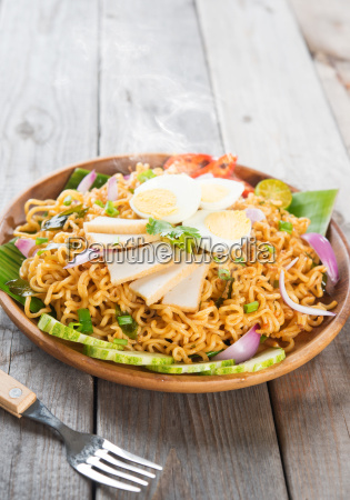 spicy dried curry instant noodles