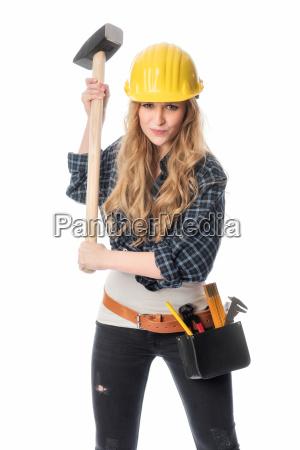 weiblicher handwerker mit vorschlaghammer