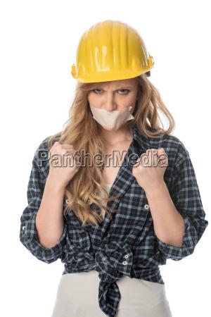 weiblicher handwerker ballt die faeuste