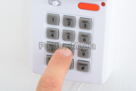 electronic key system to lock and