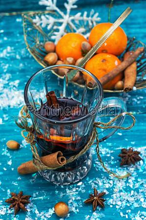 glas becher trinkgefaess kelch tasse trinken