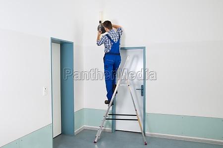 electrician repairing light
