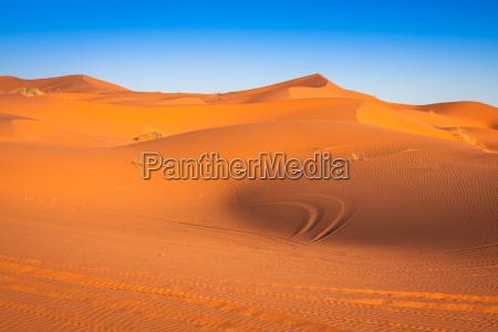 sandduenen in der sahara wuestemerzougamarokko