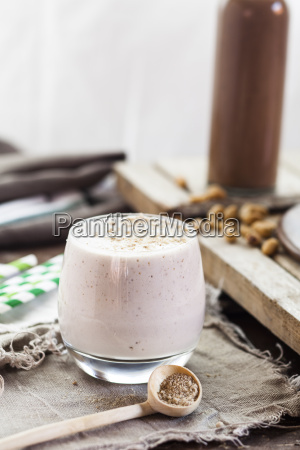 glass of cheesecake smoothie with tigernut