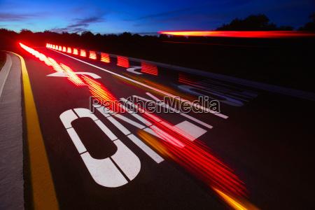 fahrt reisen nacht nachtzeit wort autobahn