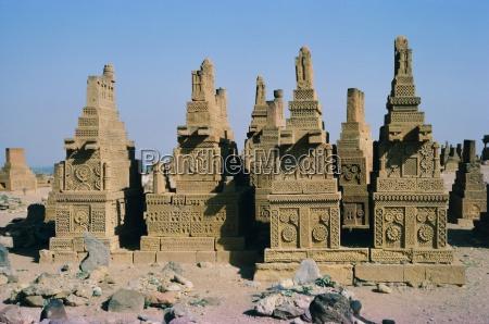 geschnitzte sandsteinchaukundi graeberden 15 bis 18
