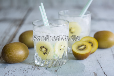 glasses of infused water with kiwi