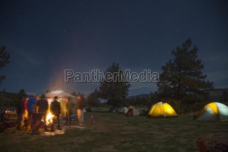 menschen um campingplatz feuersmith rock state