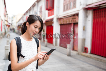 woman using cellphone to search for