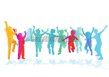 vergnuegte kinder springen und freuen sich
