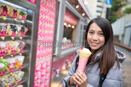 woman holding her crepe cake at