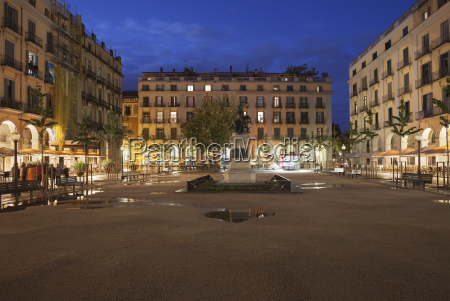 spain girona independence square at night