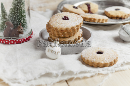 cookies with cranberry jam filling