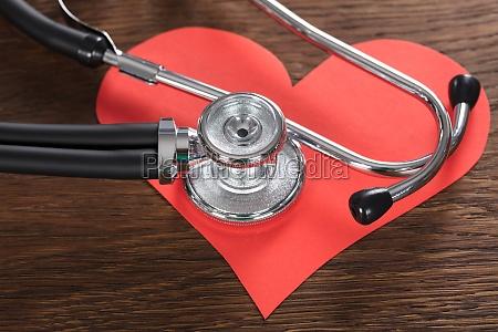 rotes, herz, mit, stethoskop - 21352089