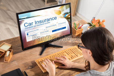 woman filling the car insurance form