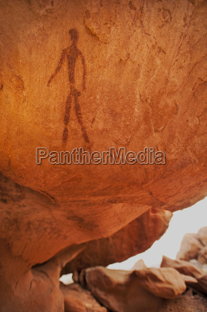 felsmalerei der menschlichen figurtwyfelfontein weltkulturerbeaba huab