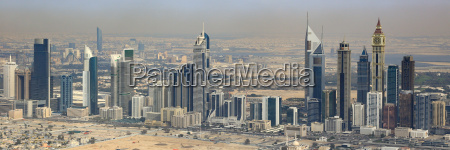 dubai emirates towers panorama downtown luftaufnahme