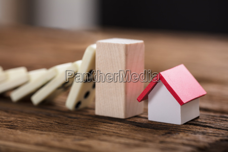 block stopping domino pieces representing home